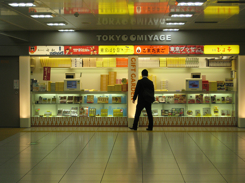 Tokyo-station-giftshop